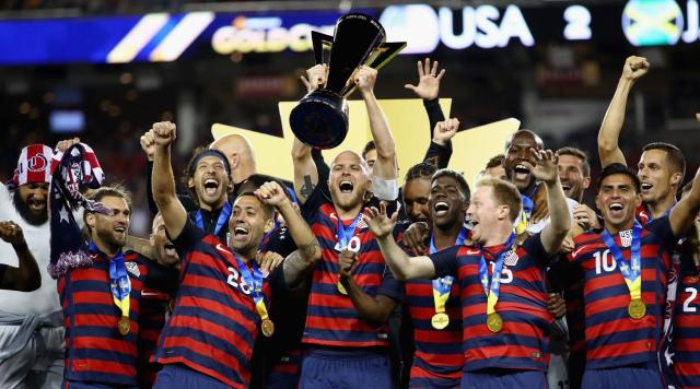 usmnt with trophy